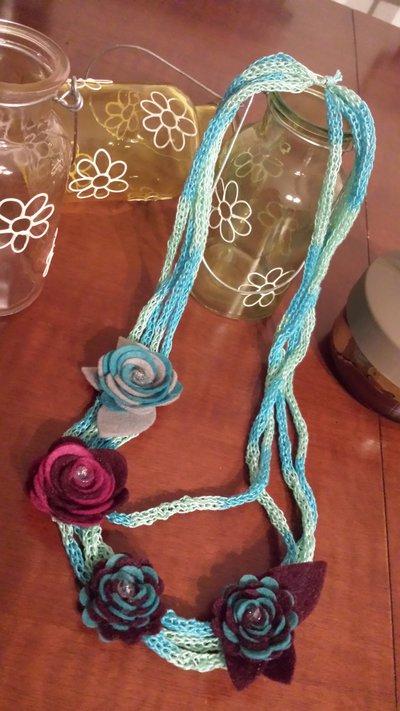 SPEDIZIONE GRATUITA - collana tricotin sui toni dell'azzurro