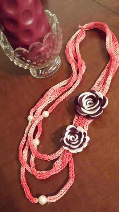 SPEDIZIONE GRATUITA - Collana a tricotin...in un romantico rosa