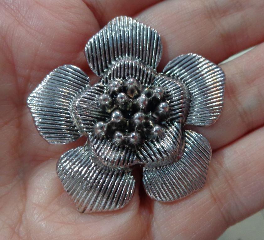 Fiore Ciondolo in metallo colore Argento Antico