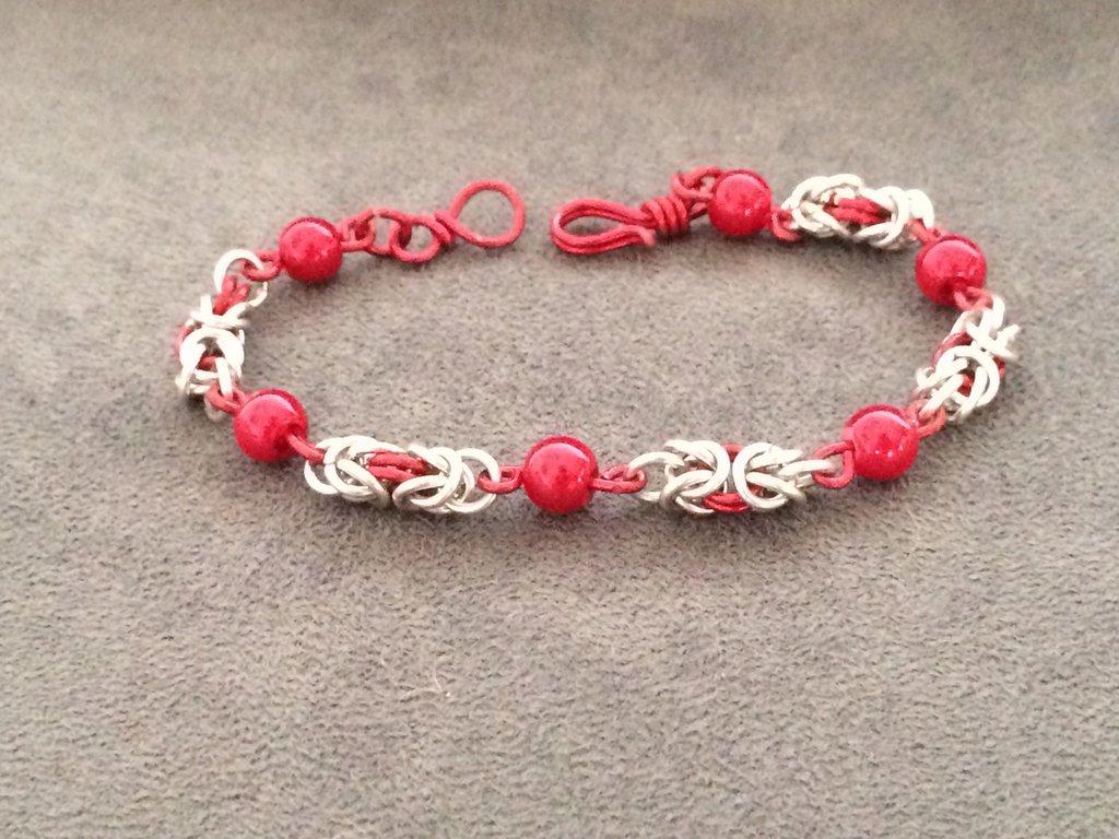 Bracciale chainmail micro-bizantina rosso/argento con perle