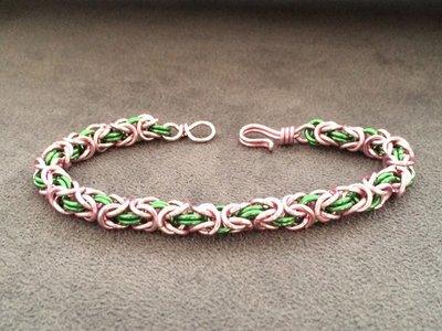 Bracciale chainmail micro bizantina rosa/verde