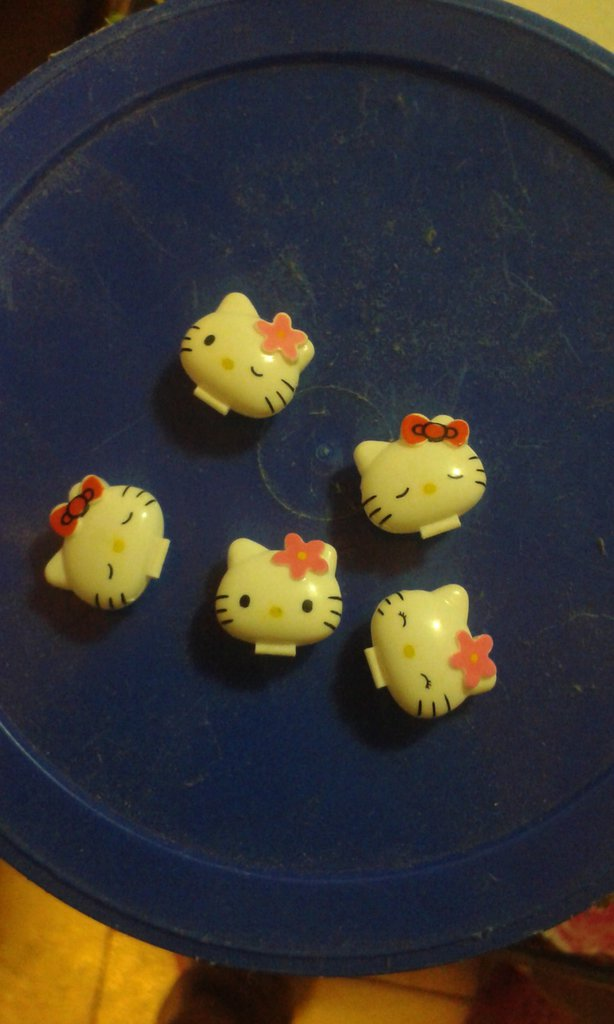 charm di hello kitty