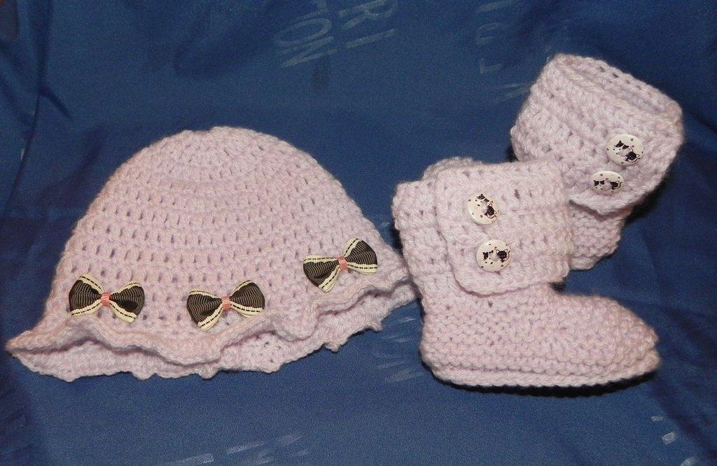 SCARPETTE + cappellino bambina realizzate ad uncinetto in  lana glicine