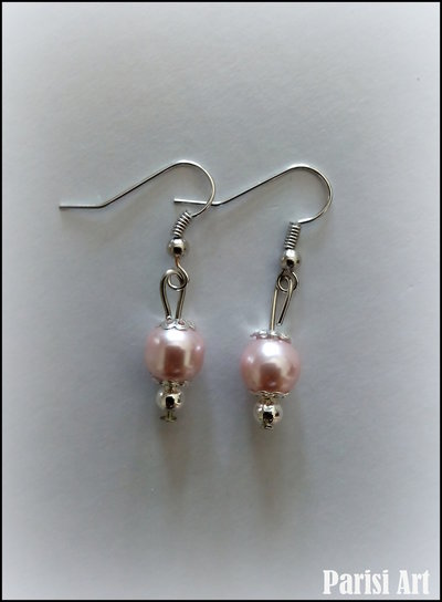 Orecchini pendenti con perle rosa perlato
