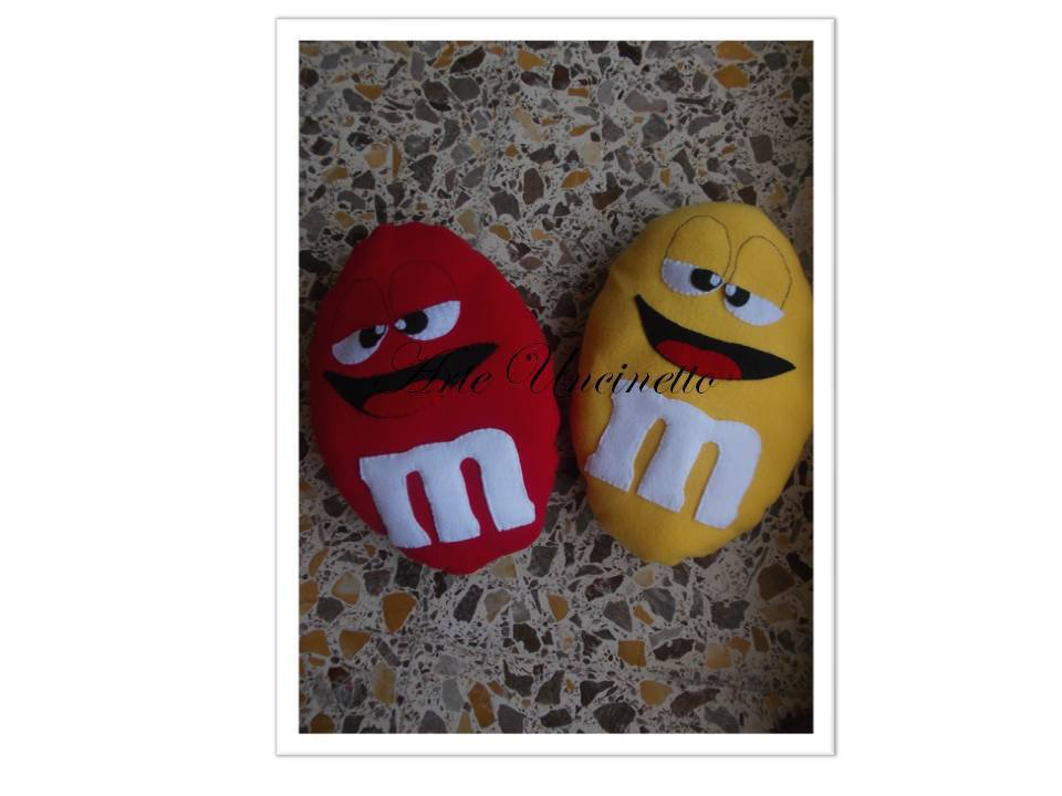 cuscino m&m's mignon