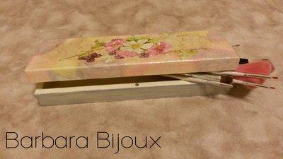 Porta penne rettangolare in legno decorato a découpage con fiori