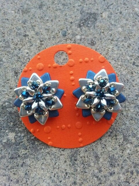 Orecchini a forma di stella con cristalli Swarovski e perline triangle argento e blu