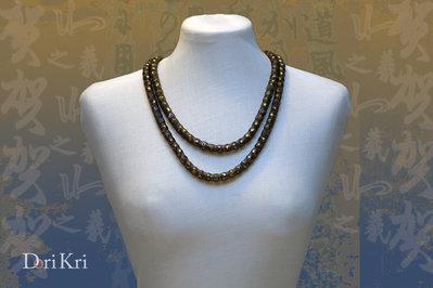 Collana lunga e/o medio lunga di color bronzo nero