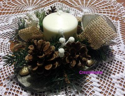 Centrotavola Natalizi Fatti A Mano.Centrotavola Di Natale Con Candela E Rose Bianche E Oro All Uncinetto Fatto A Mano