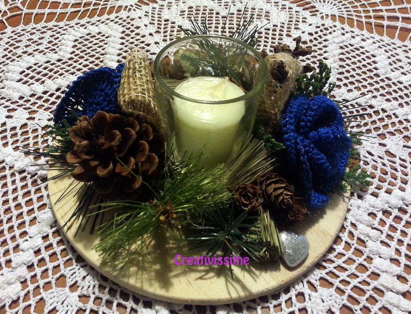 Centrotavola Natalizi Alluncinetto.Centrotavola Di Natale Con Candela E Rose Blu All Uncinetto Fatto A Mano