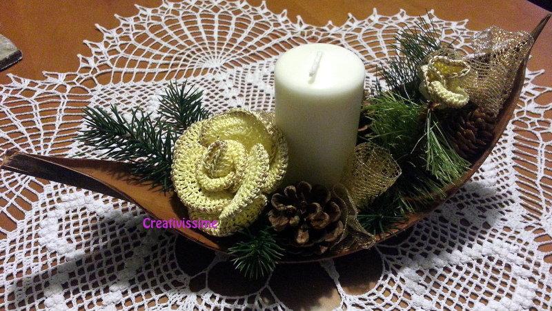Centrotavola di Natale con candela e Rose giallo oro all'uncinetto fatto a mano