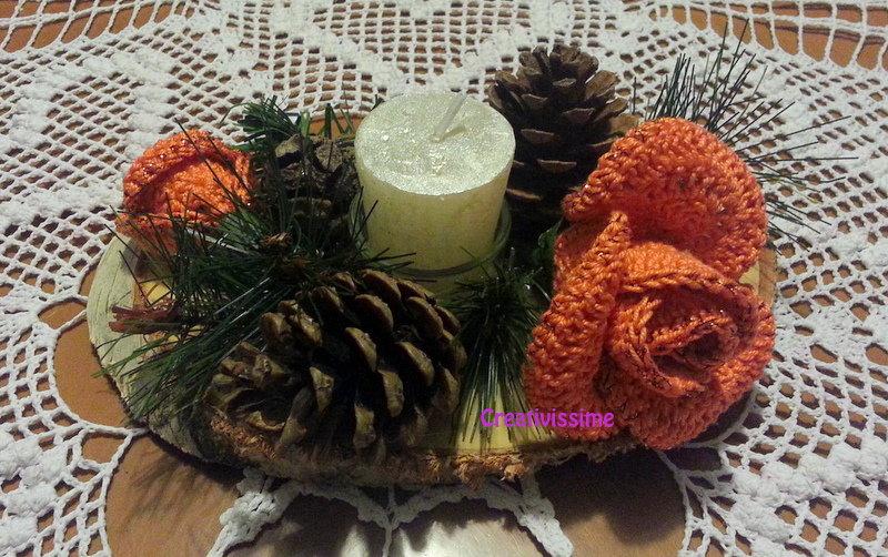 Centrotavola di Natale con candela e Rose arancioni all'uncinetto fatto a mano