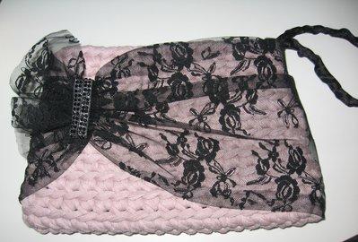 Pochette rosa con pizzo nero