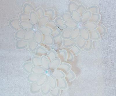 Segnaposto soggetto fiore b i a n c o con strass, interamente fatti a mano