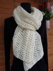 Sciarpa in lana realizzata ad uncinetto