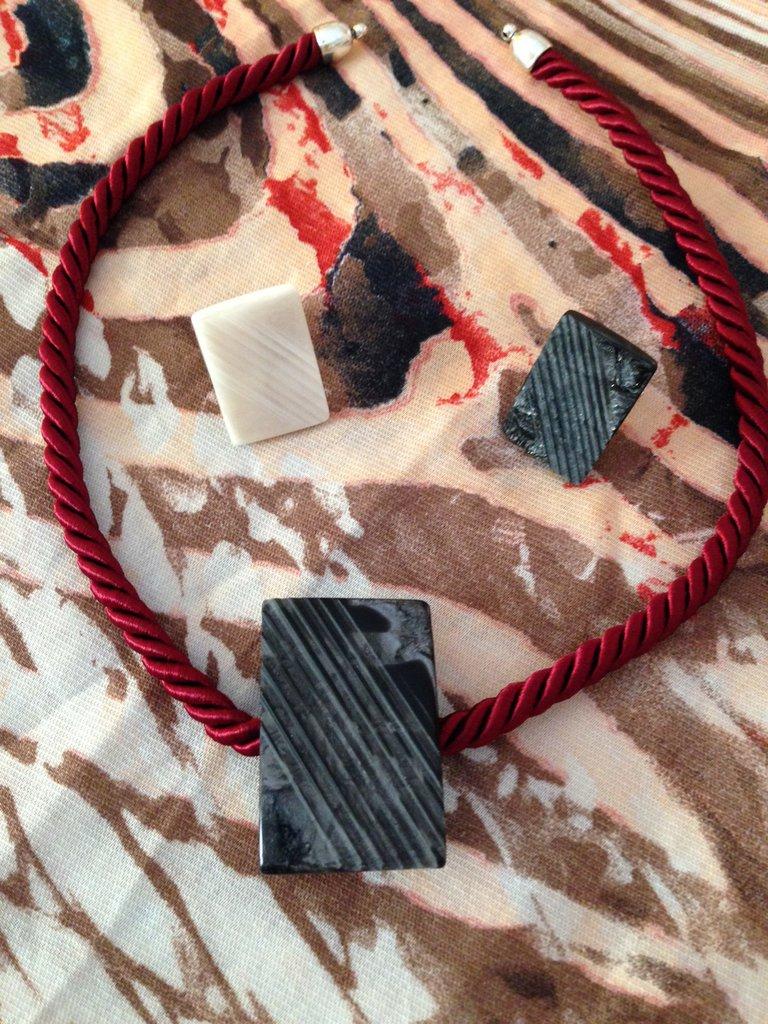 Girocollo  in corda e bottoni