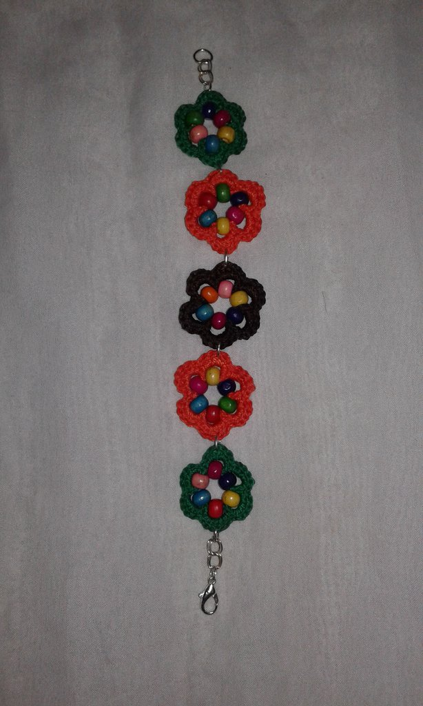 Bracciale fiorellini  lavorato ad uncinetto