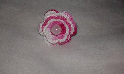 Anello fiore lavorato a mano ad uncinetto