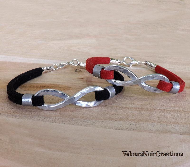 Coppia bracciali simbolo infinito creato a mano in metallo martellato