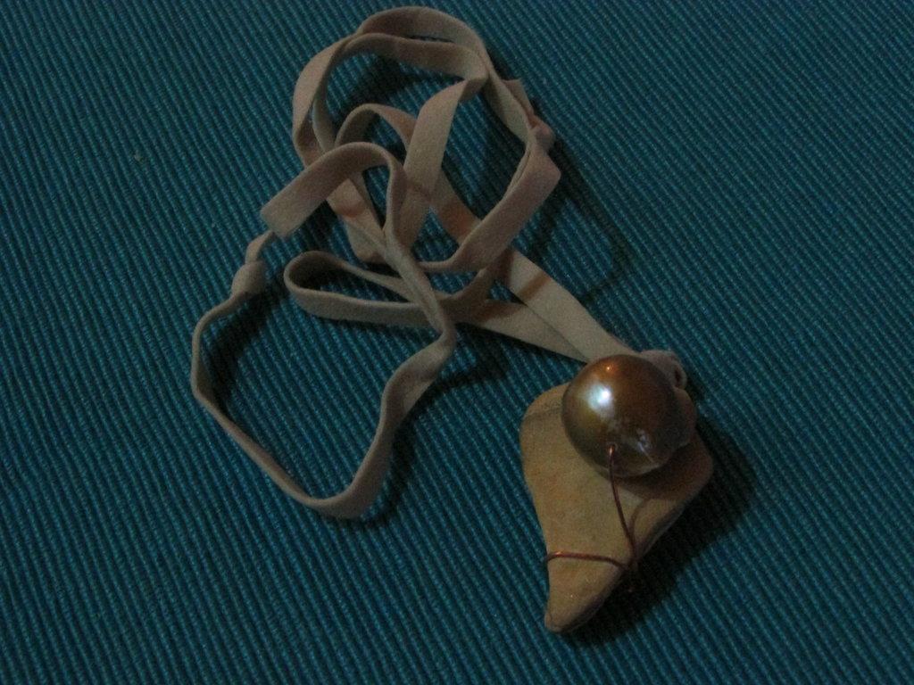 collana composta da pietra paesina e perla scaramazza.