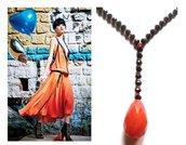 """Collana """"Drop salmon"""" cristalli neri e rosso/arancione con pendente in pietra dura"""