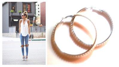 """Orecchini """"Pearl loops"""" cerchi color argento con perline bianche"""