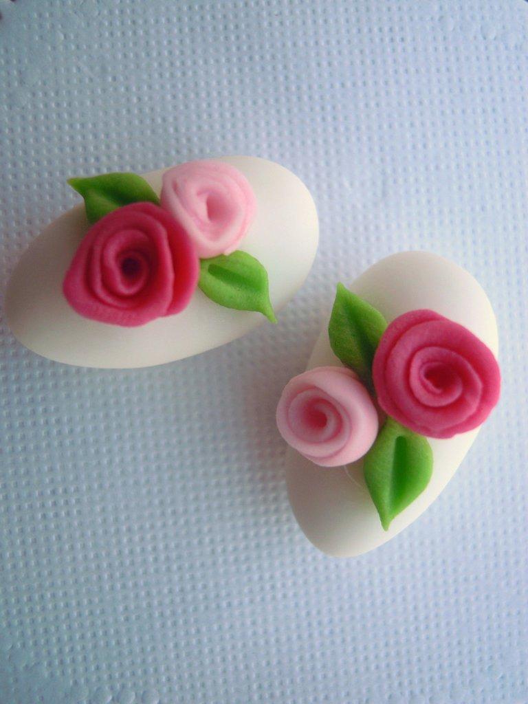 confetti bianchi decorati in pasta di zucchero