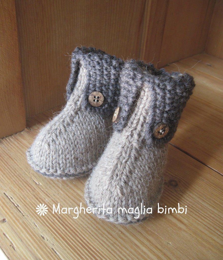 Stivaletti neonato in lana e alpaca beige e marrone con bottoncini in legno