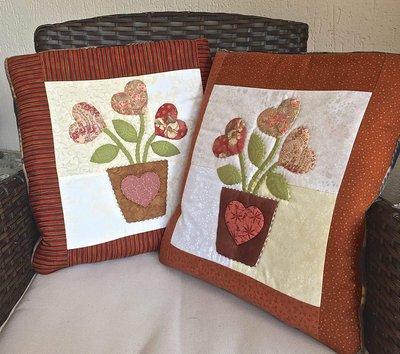 cuscino quillow Vaso di fiori a forma di cuore - un cuscino con dentro un plaid