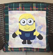 cuscino quillow Minions- un cuscino con dentro un plaid