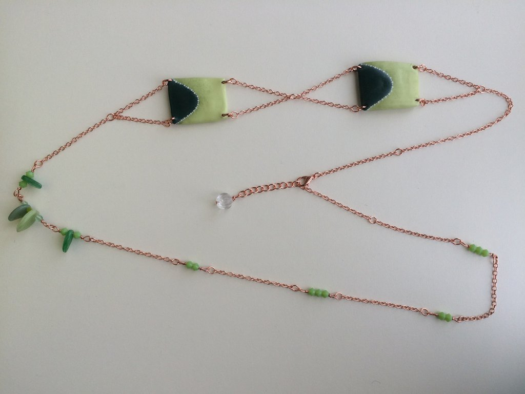 Collana cartapesta e vetro sui toni del verde