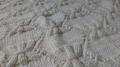 Copertina in lana con fiocchetti morbidi morbidi