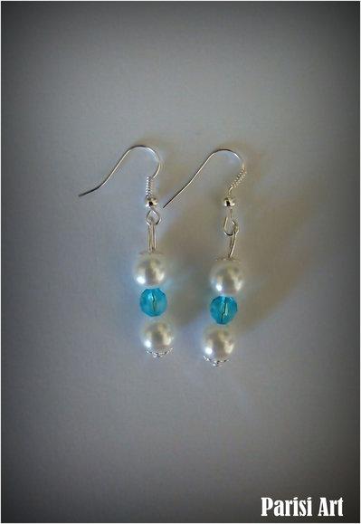 Orecchini pendenti fatti a mano con tris di perle