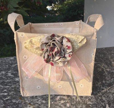 cestino sacchetto con fiore in tessuto