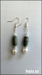 Orecchini pendenti con perle fatte a mano