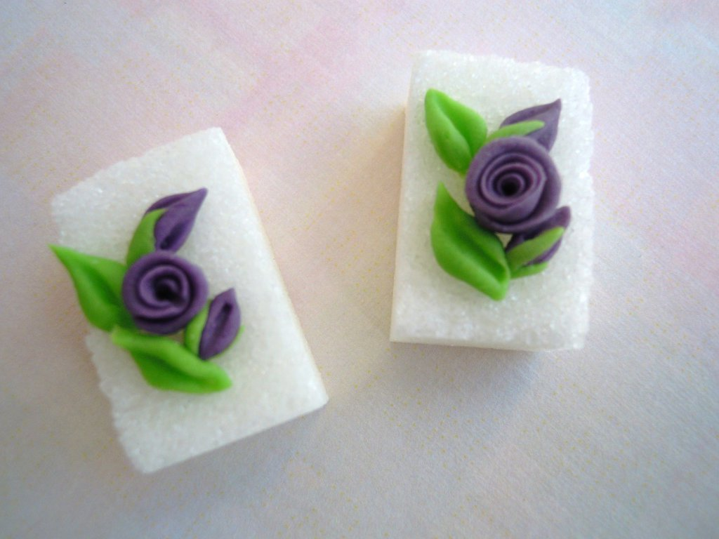 zollette di zucchero decorati in pasta di zucchero