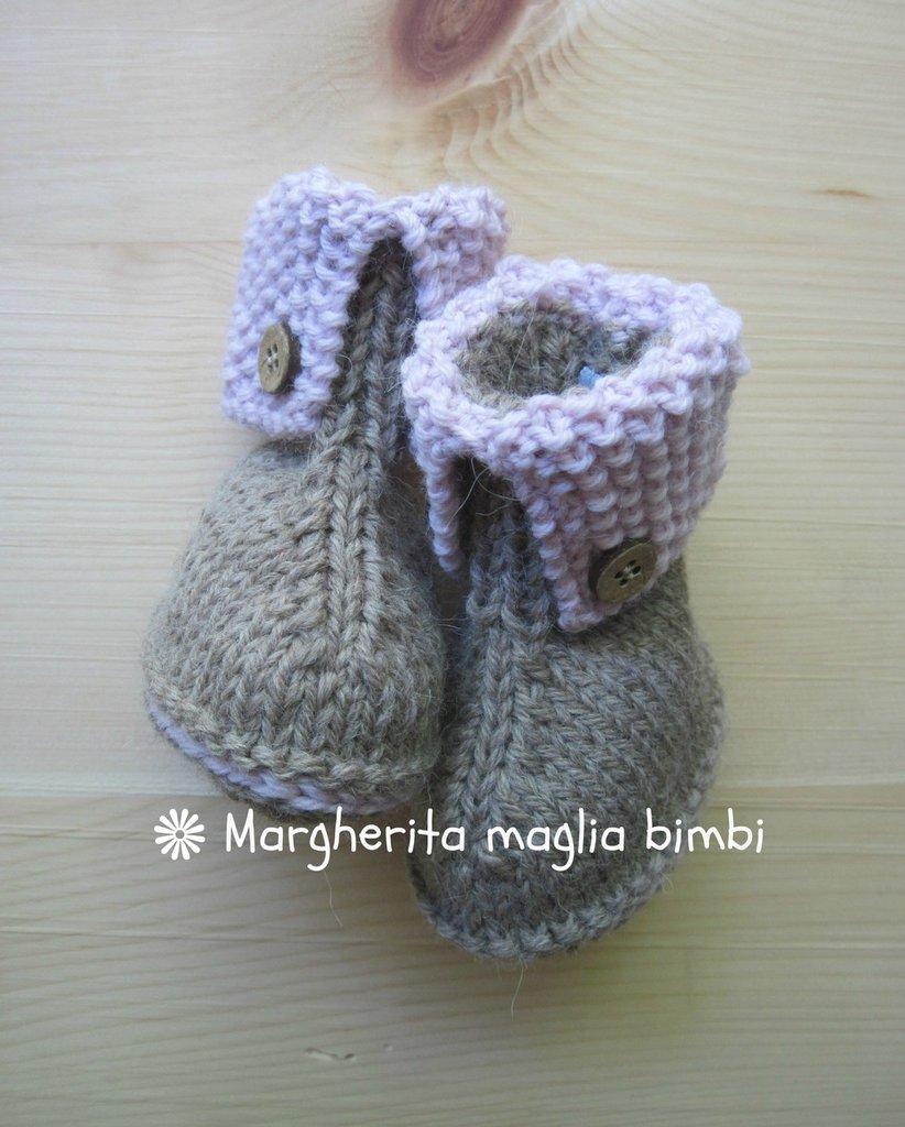 Stivaletti neonato in lana e alpaca beige e rosa con bottoncini in legno