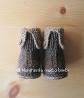 Stivaletti neonato in lana e alpaca marrone e beige con bottoncini in legno