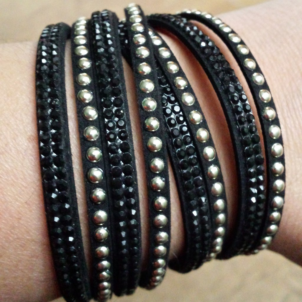 Bracciale slake nero con strass neri e borchie