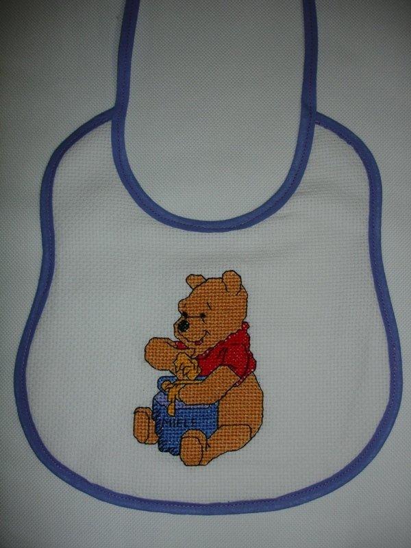 Bavaglino winnie the pooh su misshobby for Winnie the pooh punto croce