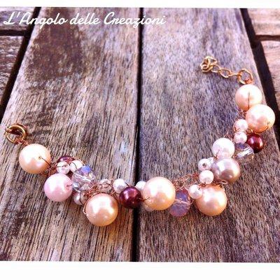 Bracciale realizzato a mano con fili argento, perle grandi rosa e perle piccole