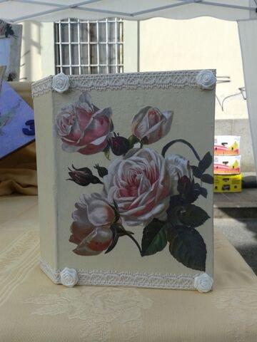 _Album fotografico decorato a mano con rose, merletto e roselline_