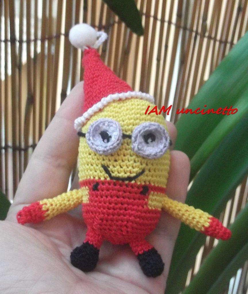 Minion di Natale vestito di rosso