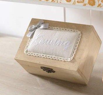Scatola cucito in legno con coperchio punta spilli e pizzo decorativo