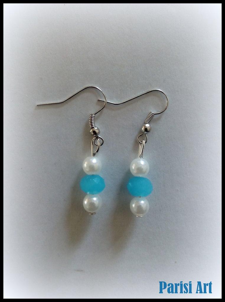 Orecchini pendenti con perle bianco&azzurre