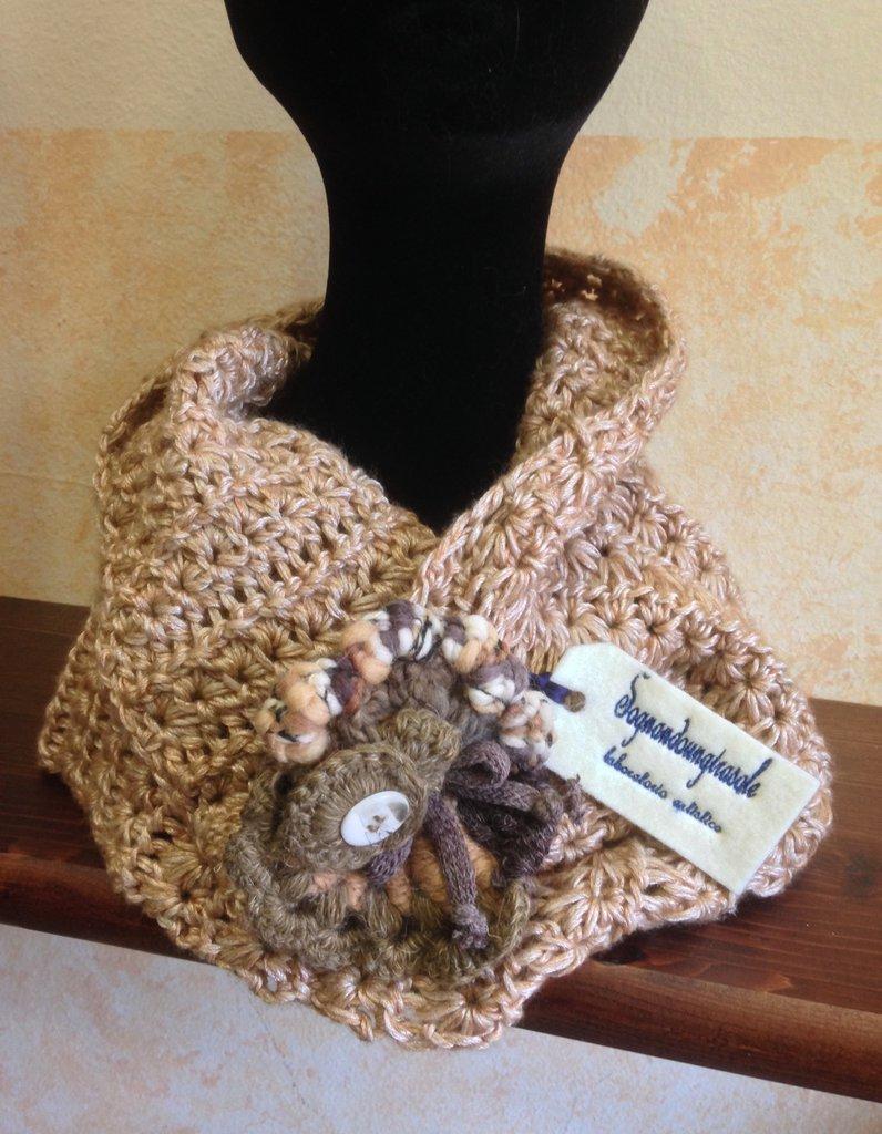 Scaldacollo in lana color champagne