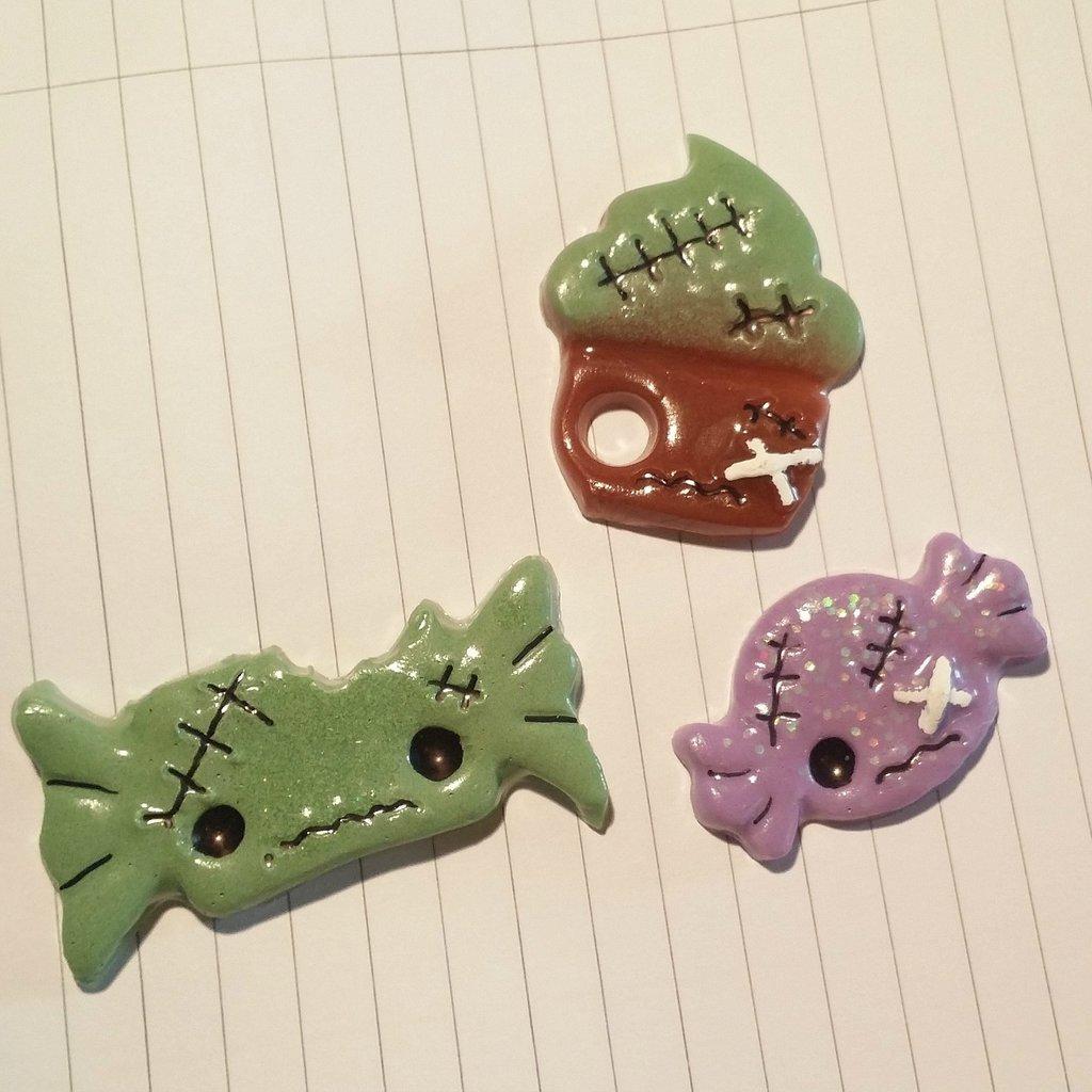 Set di 3 calamite in resina a forma di caramelle di halloween