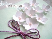 partecipazione romantica con fiorellini bianchi e perle