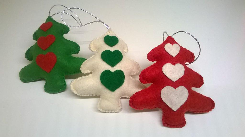 Decorazioni natalizie tris di alberelli con cuori in - Decorazioni cuori ...