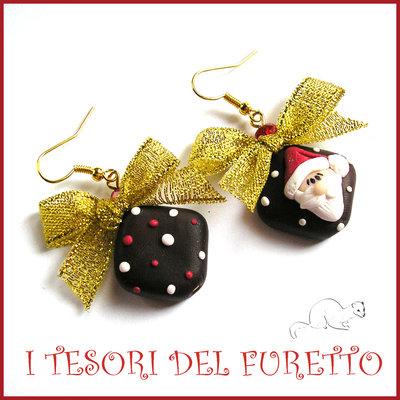"""Orecchini natalizi """"Cioccolatini con Babbo Natale""""  Fiocchi oro Fimo cernit premo idea regalo Natale 2015 idea regalo per lei economica"""